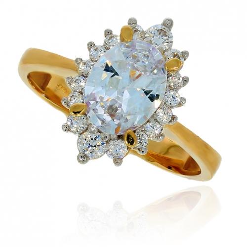 Klasyczny zaręczynowy pierścionek