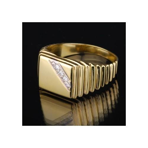 Sygnet złoty z trzema brylantami