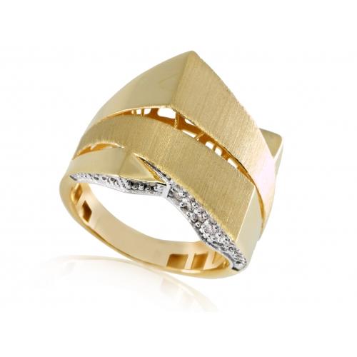 Złoty pierścionek z ażurowym zdobieniem