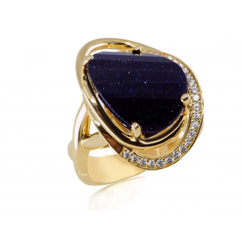 Złoty pierścionek z cyrkoniami i nocą kairu