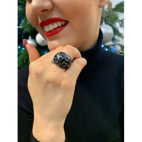 Czarny sygnet modowy pierścionek znaki
