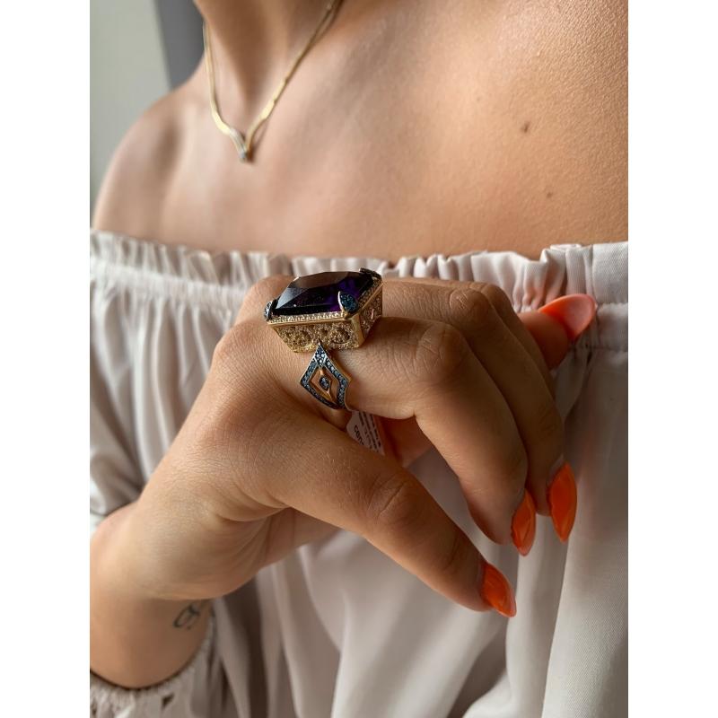 Złoty pierścionek z ametystem i kamieniami Swarovskiego