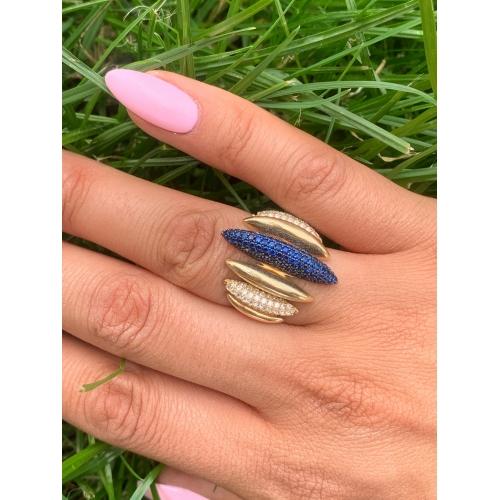 Złoty pierścionek granatowe kamienie Swarovski