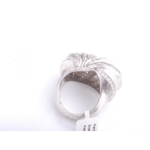 Pierścionek srebrny wysadzany białymi kryształami Swarovski